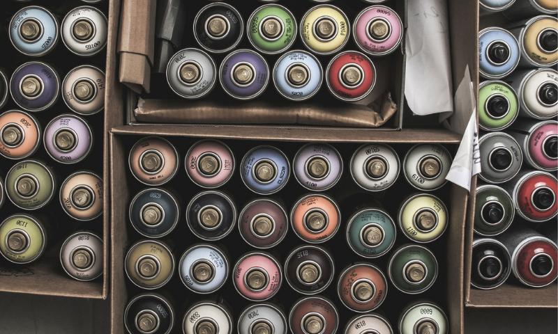farby w sprayu